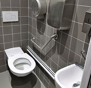 travaux de plomberie dans une salle de bain, rénovation